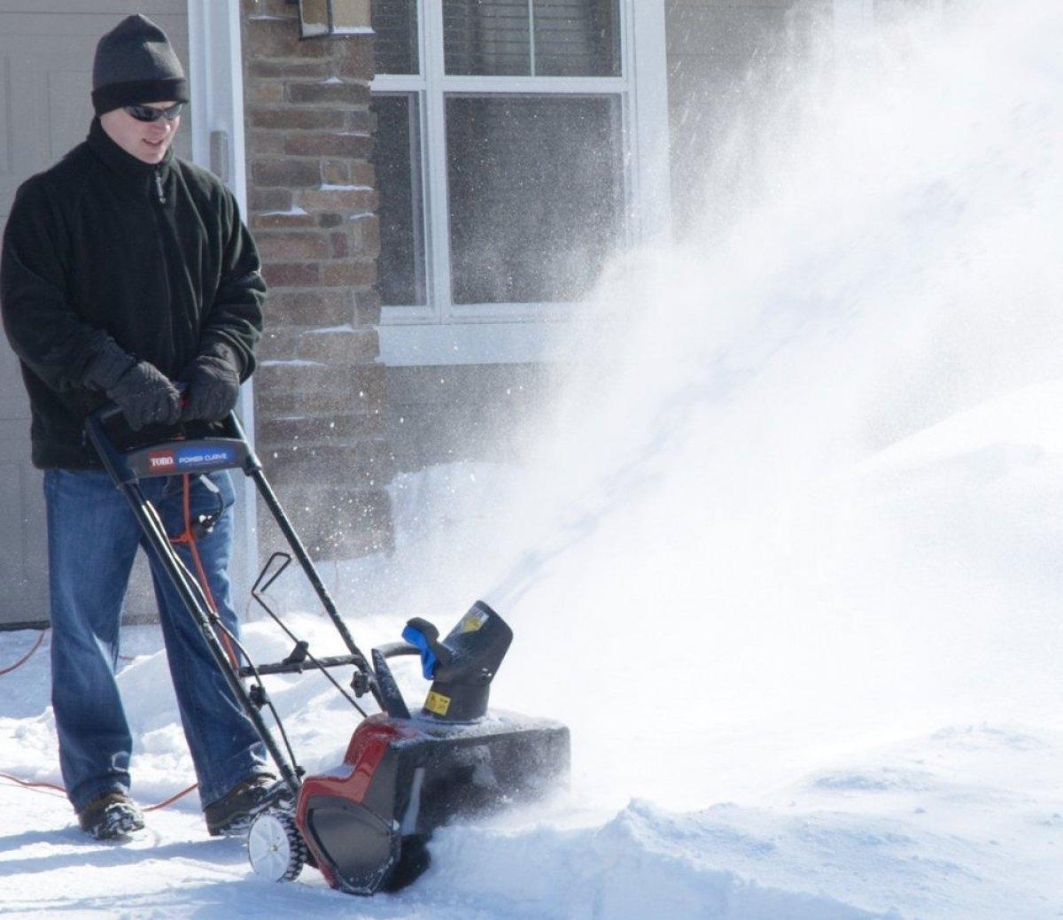 Снегоуборщик для дома и дачи. Сравнение, характеристики и цены снегоуборочной техники