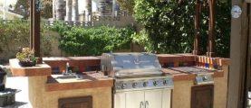 Как построить летнюю кухню с барбекю на участке?
