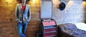 «Дотанцевался». Балетмейстер признался, почему вынужден мастерить вещи для дочек своими руками