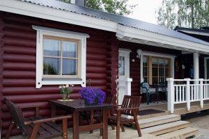 Красим деревянный фасад