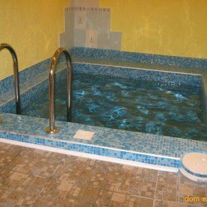 Просто бассейн с освещением, очисткой, фильтрацией и подогревом воды.