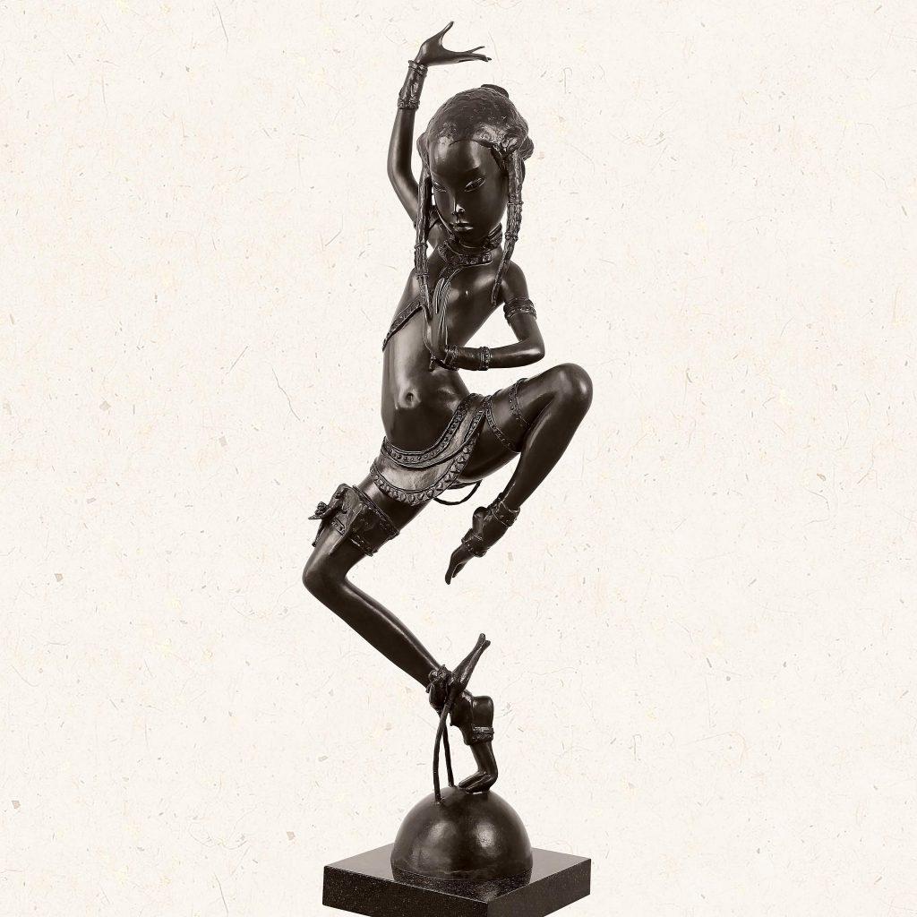 «Рама решает судьбу картины». Скульптор Андрей Осташов — о роли искусства в домашнем интерьере