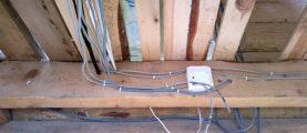 Как смонтировать проводку в деревянном доме?