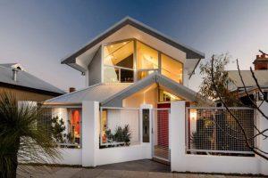 Фасадный макияж: чем отделать фасад дома?