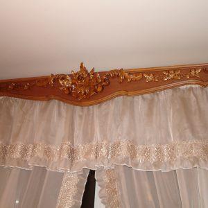 деревянный резной карниз