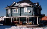 Блондинка спроектировала и построила голубой дом из сруба. Личный опыт