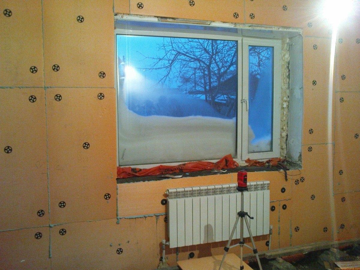 Теплоизоляция помещения изнутри с запениванием всех швов