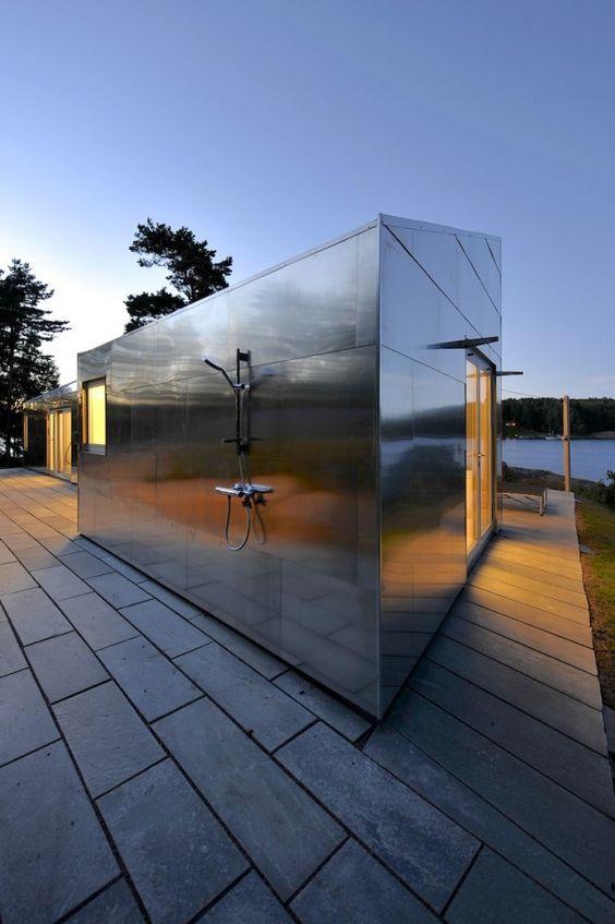 Красиво, прочно… надежно? 5 технологий металлических фасадов для частного дома