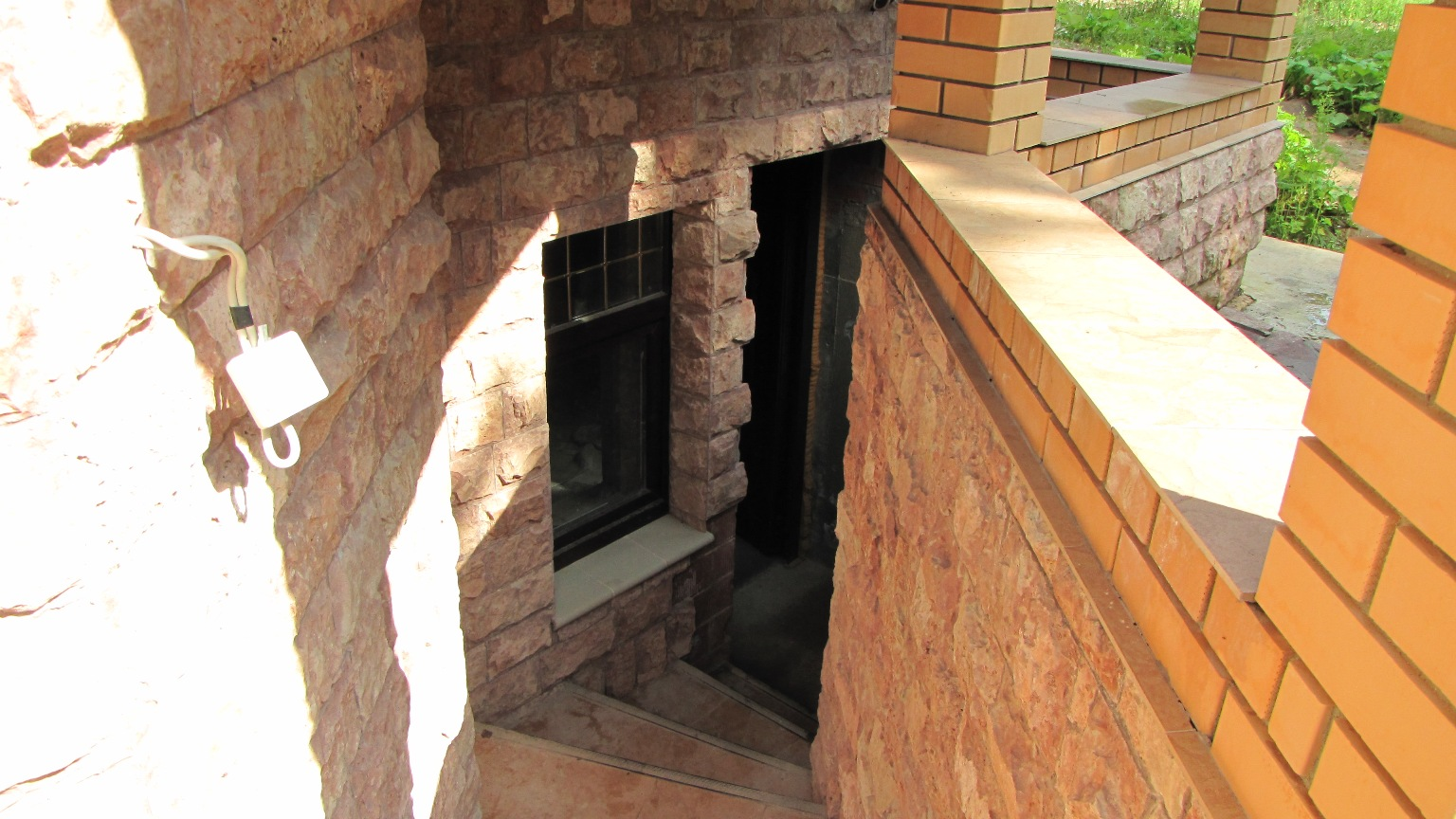 Вход в подвал с улицы