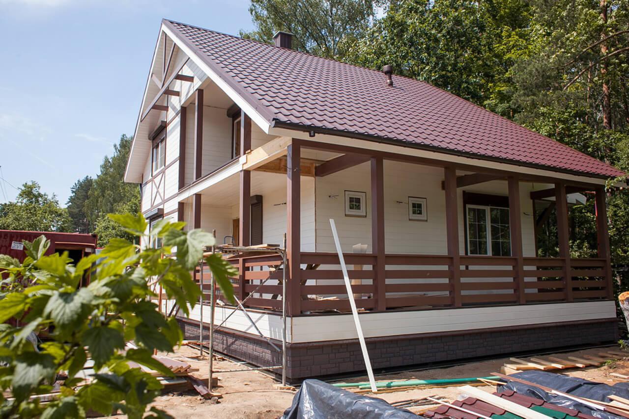 Дача для дочек. Минчанин за лето построил «фахверковый» дом у леса