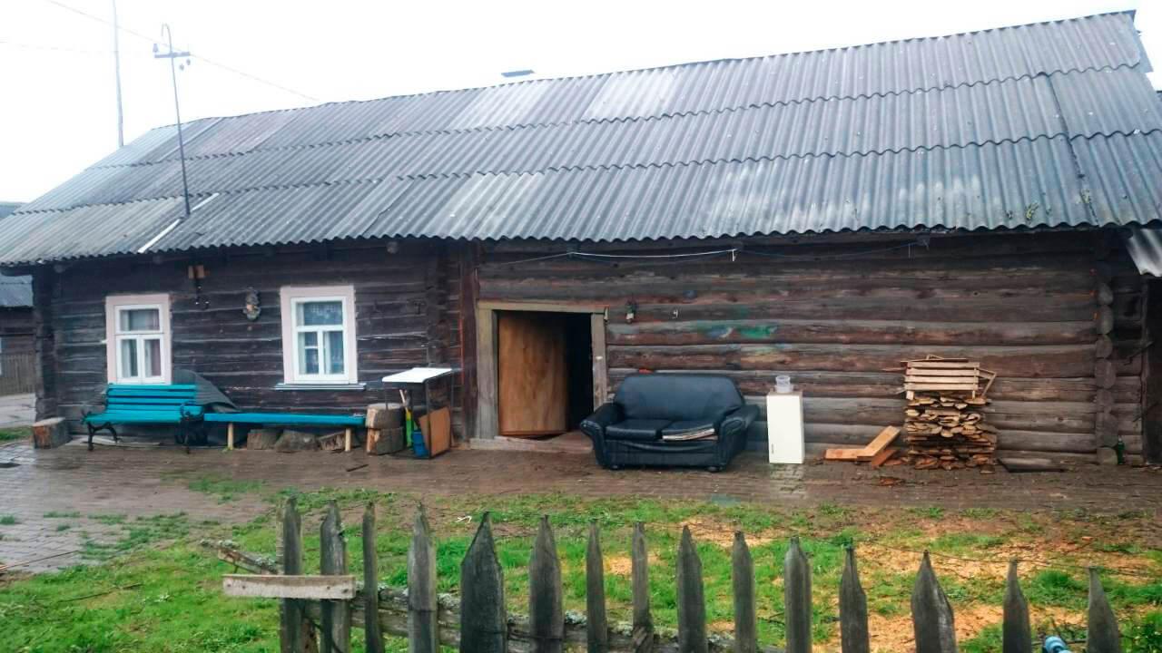 70 «квадратов» на две семьи. Под Минском построили современный «каркасник» с плоской крышей