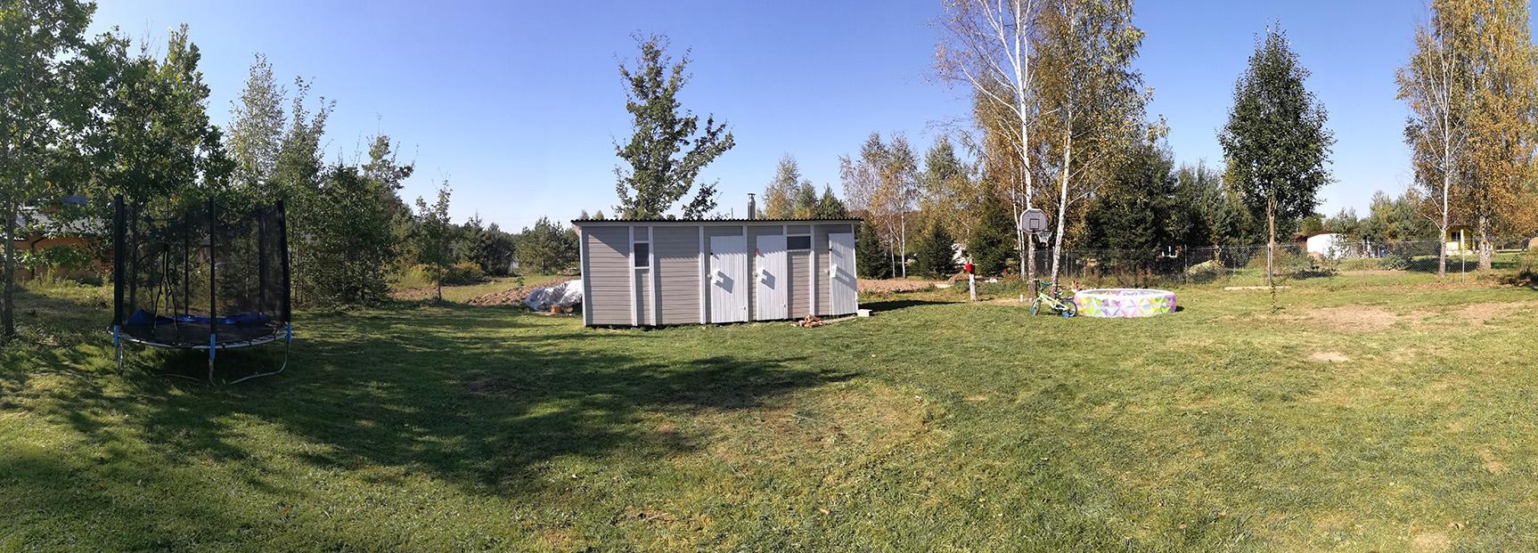 Сбежали из города. Семья построила мини-дом за 14 000$ и собирается в нем зимовать