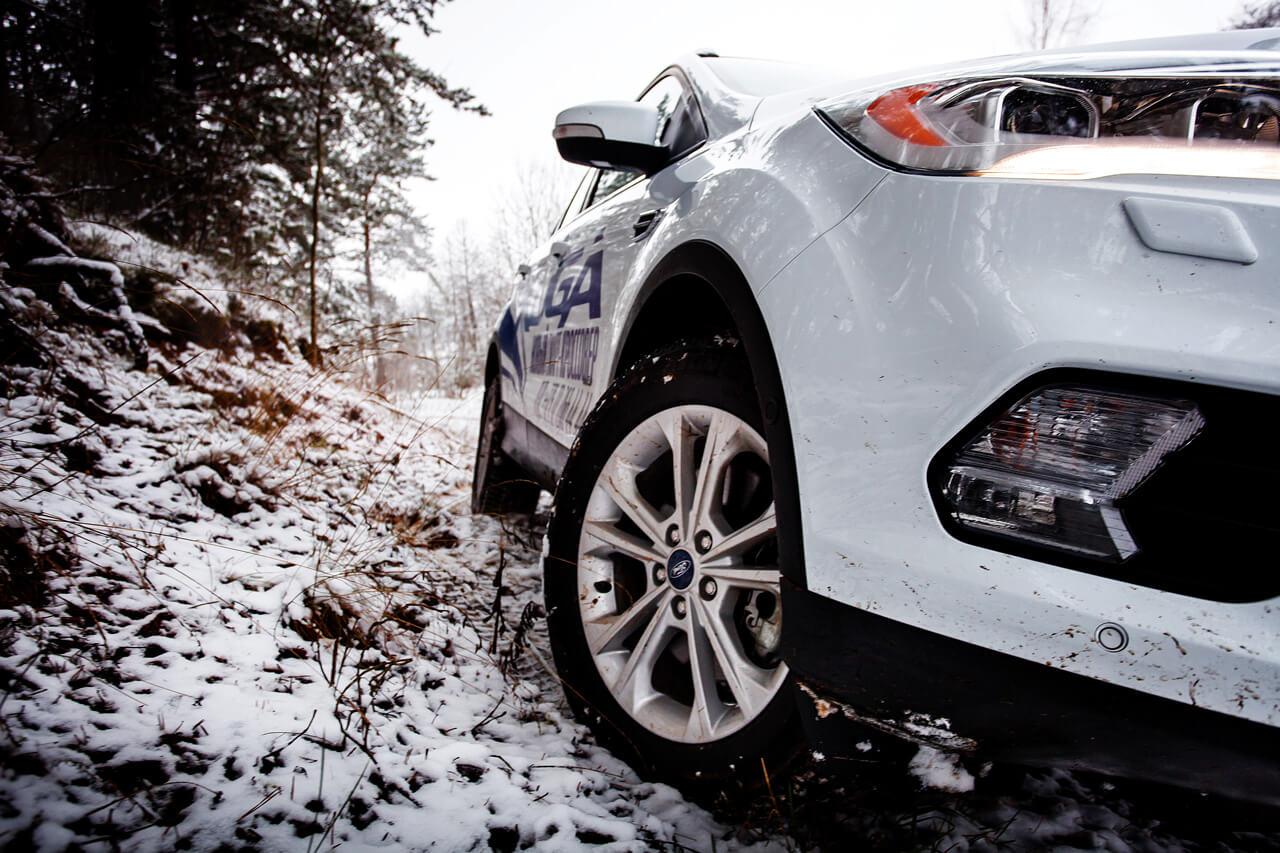 «Загородней» не придумаешь. Тест-драйв кроссовера Ford Kugа по первому снегу