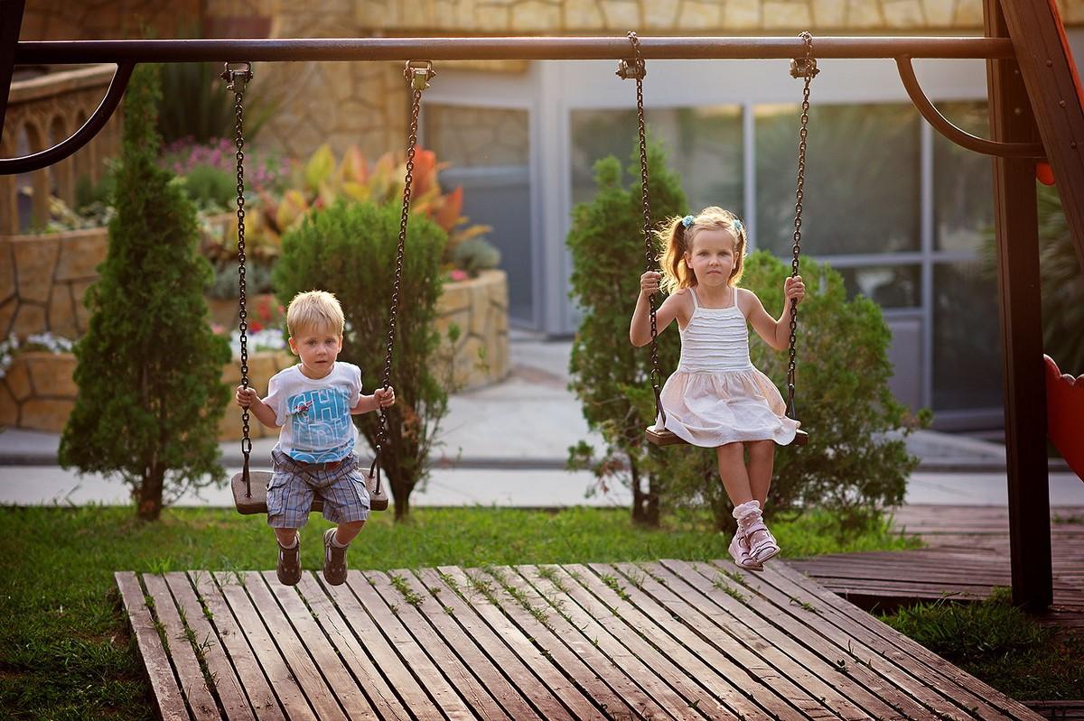 Как выбрать детские качели для участка