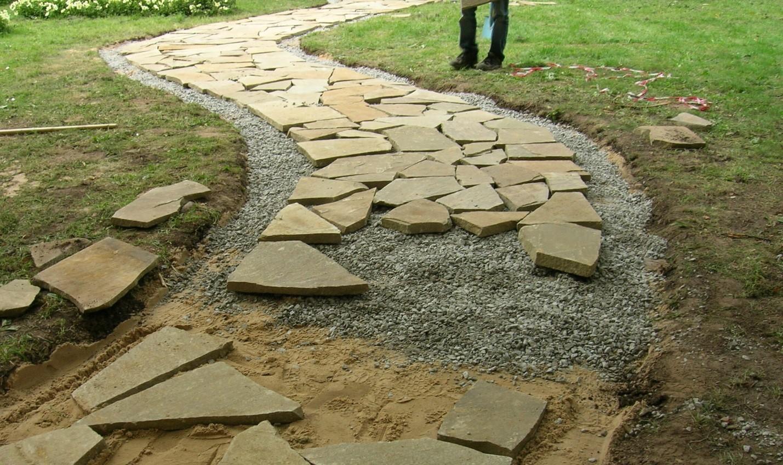 Отделка парковочного места плиткой или песчаником: как избежать ошибок