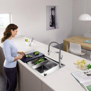 Какой формы и из какого материала будет предпочтительнее кухонная мойка