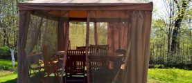 Дачная беседка: отдых на свежем воздухе и защита от комаров