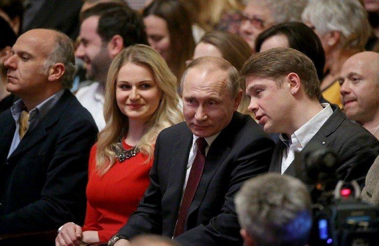 Где живут дочери Владимира Путина?