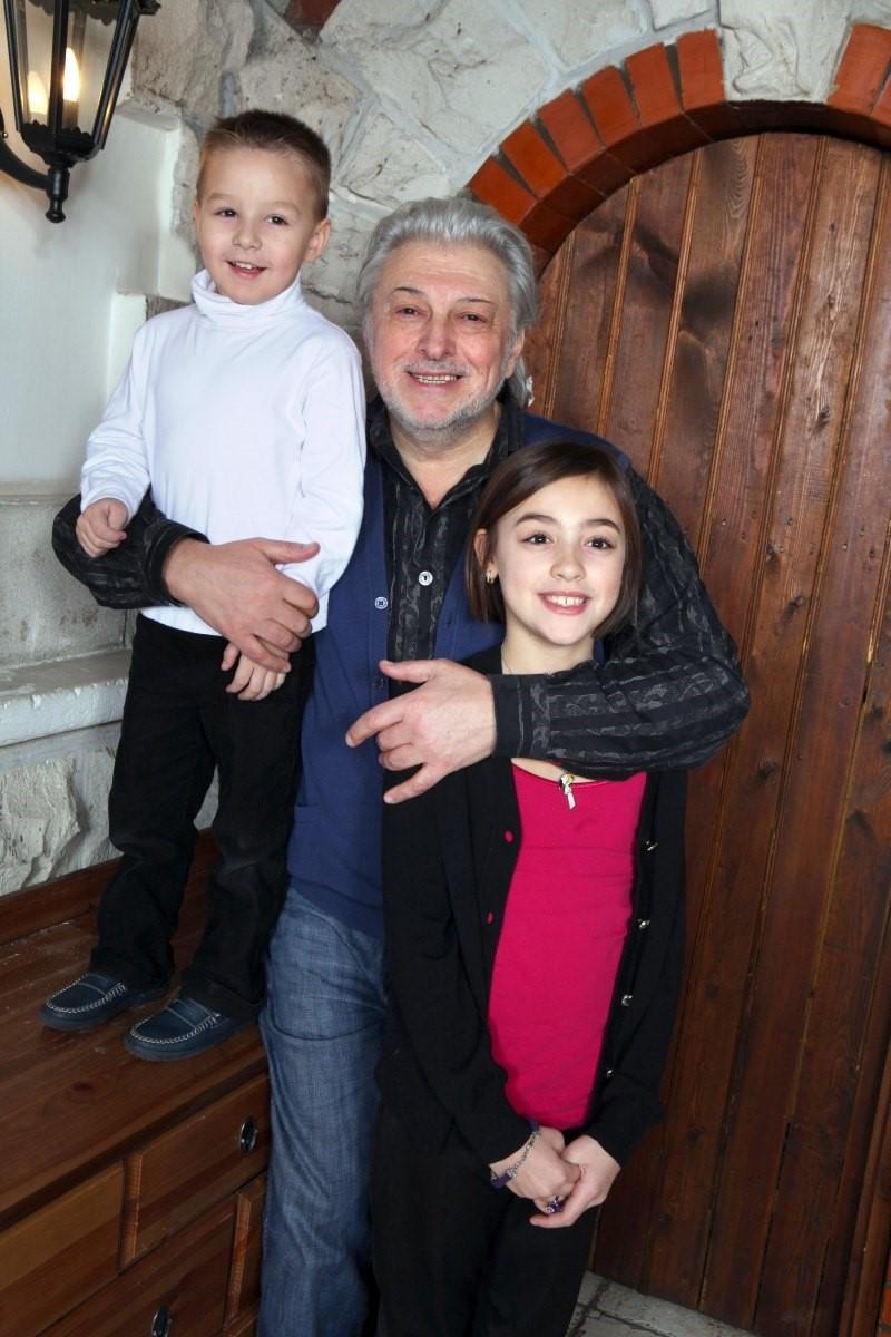 Вячеслав Добрынин: маленькая квартирка и коттедж в Рузе