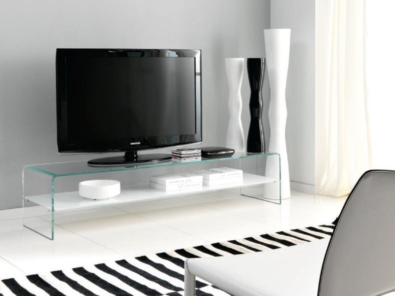 Что нужно знать о стеклянной тумбе под телевизор