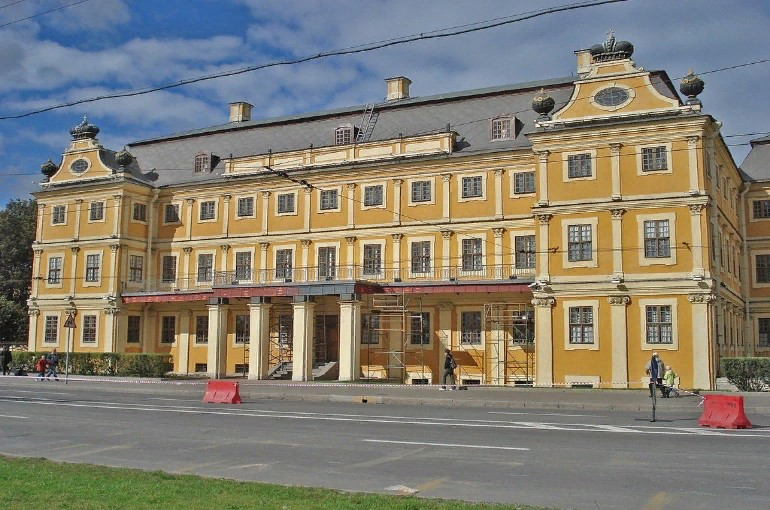 Наружный и внутренний интерьер дворца Меншикова