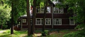 В каких условиях проживает знаменитый композитор Юрий Антонов