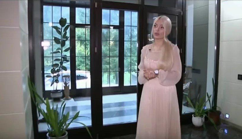 Где и как живет Алена Кравец после развода с олигархом Русланом