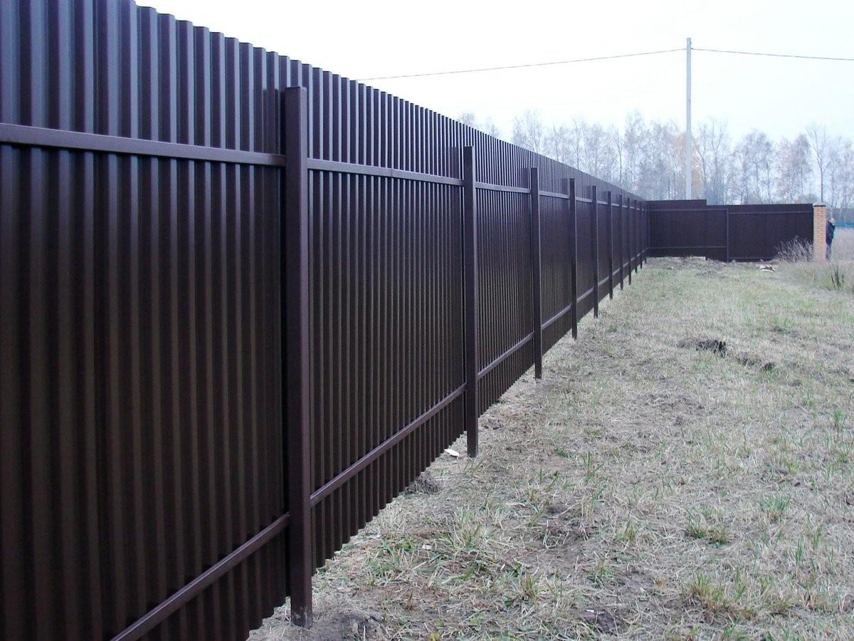Забор из профлиста: надежность и простота в действии