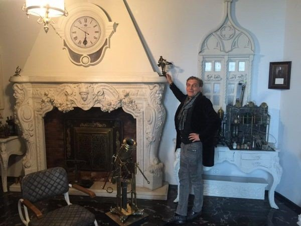 Какой недвижимостью владеет телерепортер Александр Невзоров