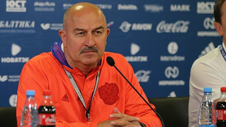 Какой недвижимостью владеет спортивный тренер Станислав Черчесов