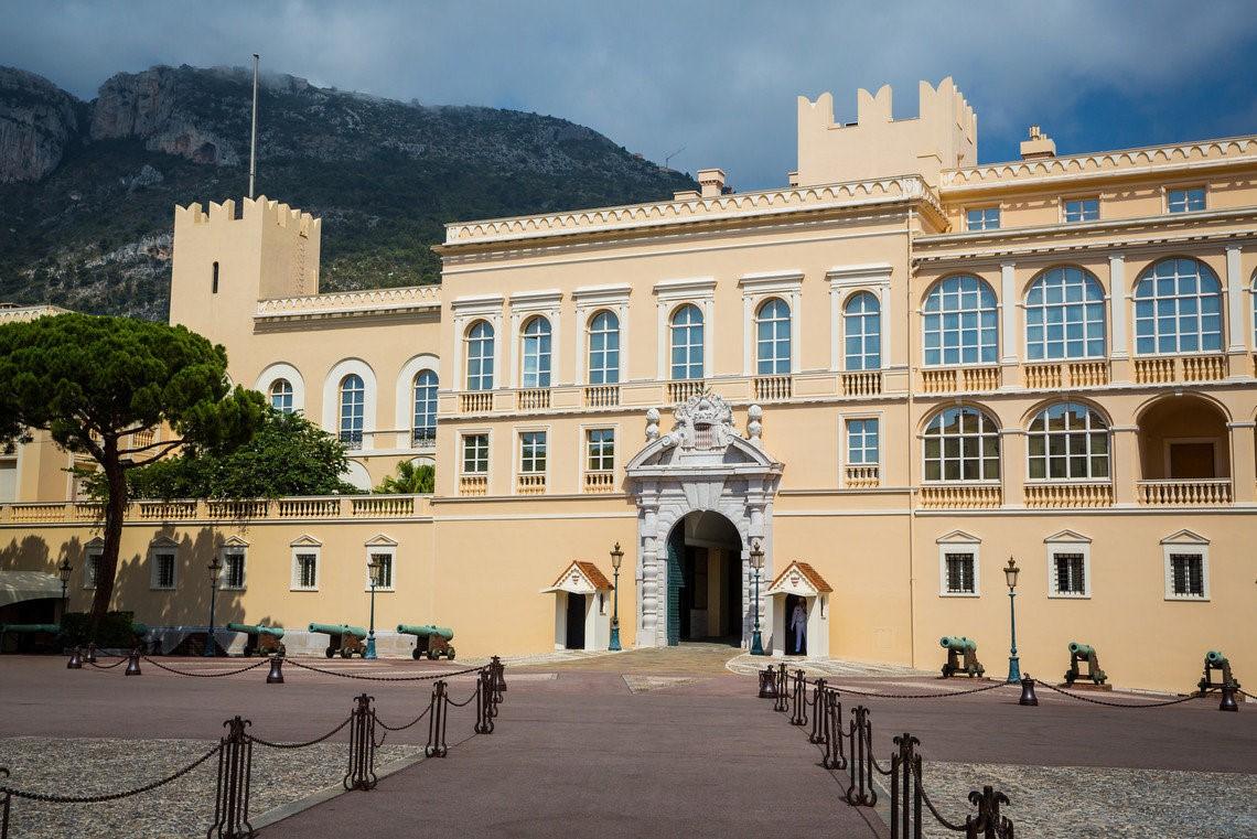 Где обычно пребывает принц Монако