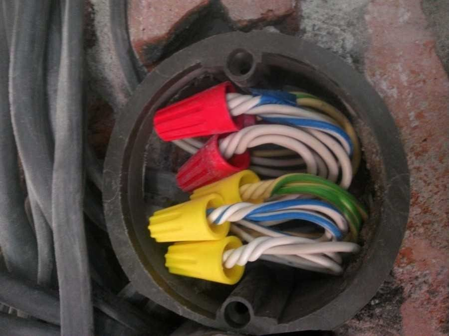 6 вариантов качественной замены обычной скрутке оголённых жил: как соединить провода быстро и надёжно