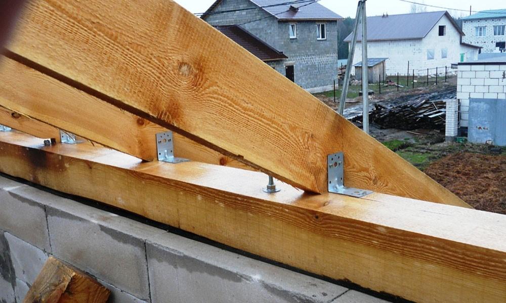 Как правильно сформировать стропильный каркас крыши в доме без верхних плит перекрытия