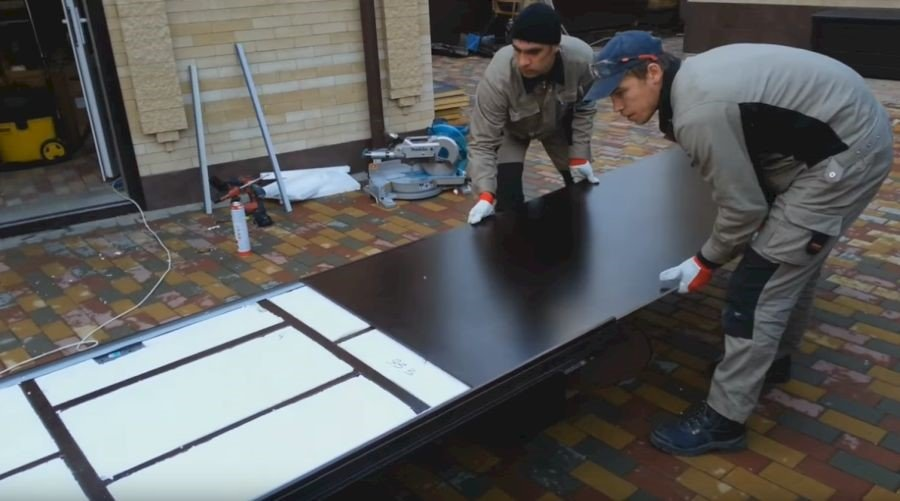 Внутреннее и внешнее утепление металлической входной двери: материал и работы