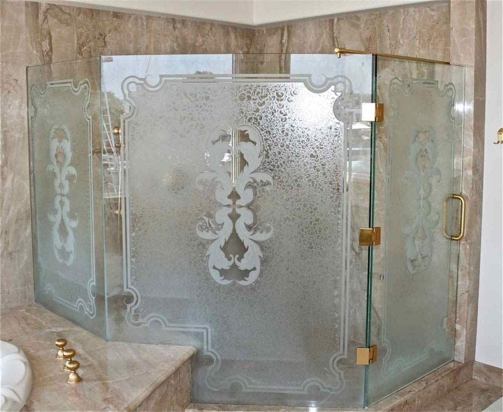 Какими бывают стеклянные двери для душа, и так ли легко разбить стеклянную душевую кабину