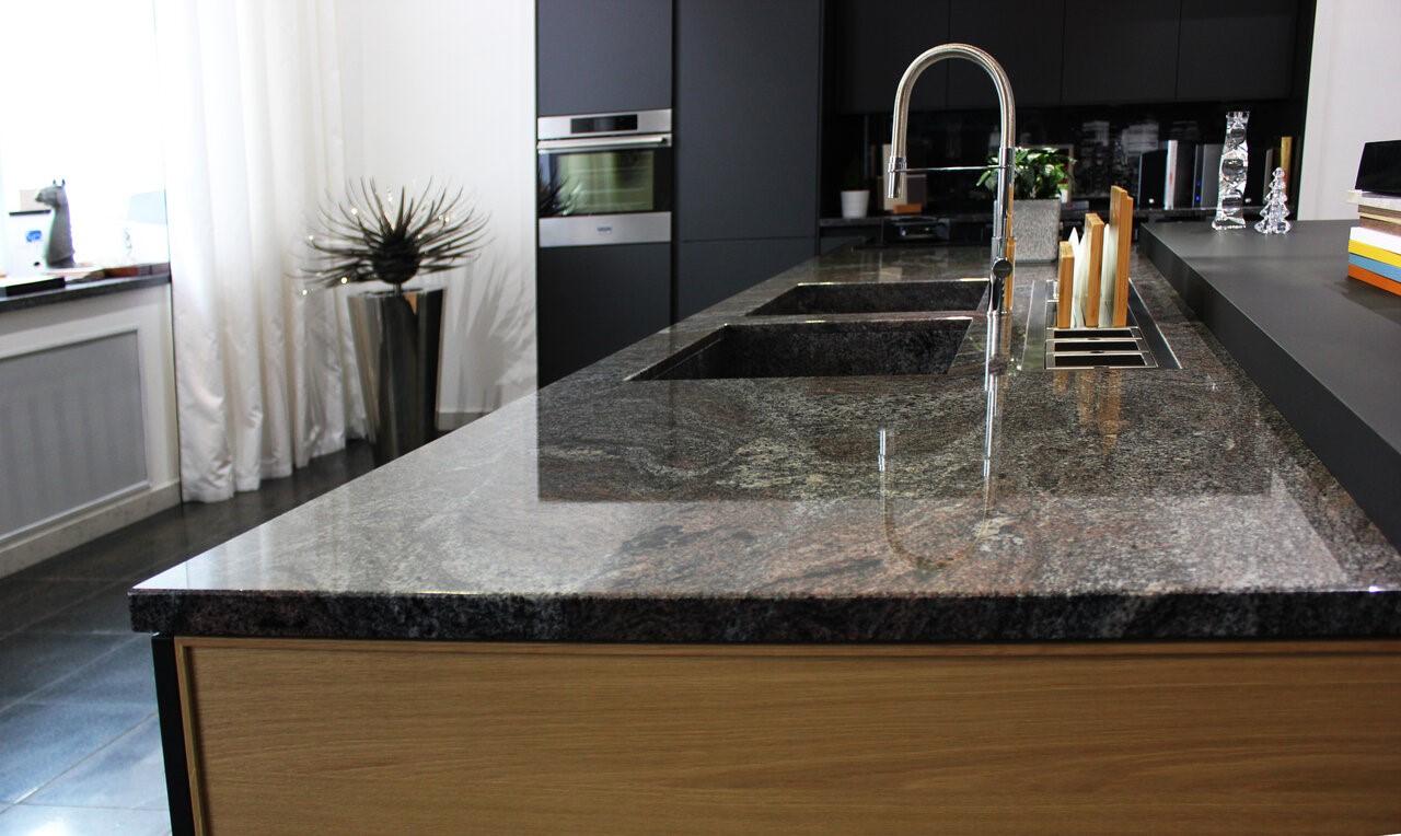 Какую столешницу выбрать в качестве рабочей поверхности зоны готовки на кухне