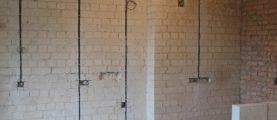 Скрытая электропроводка: почему её иногда приходится искать, и как это можно сделать без удаления обоев и ковыряний в штукатурке