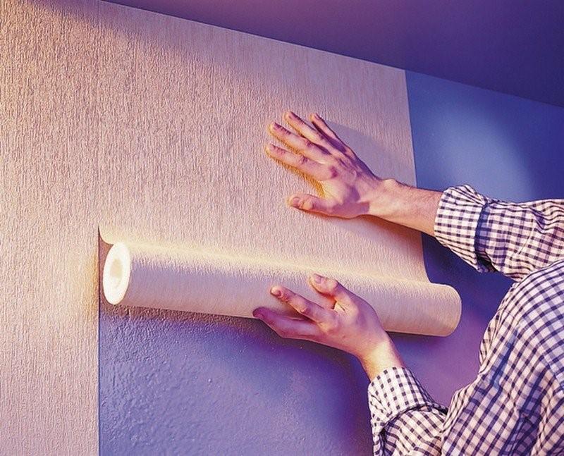 Монтаж натяжного потолка и поклейка обоев: какую из этих работ следует сделать раньше