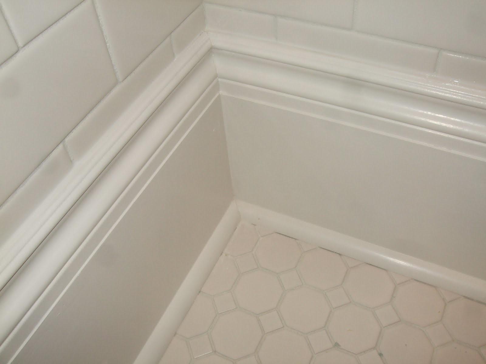 Плинтусы для ванной: напольные детали, потолочные галтели и герметизирующие бордюры для ванн