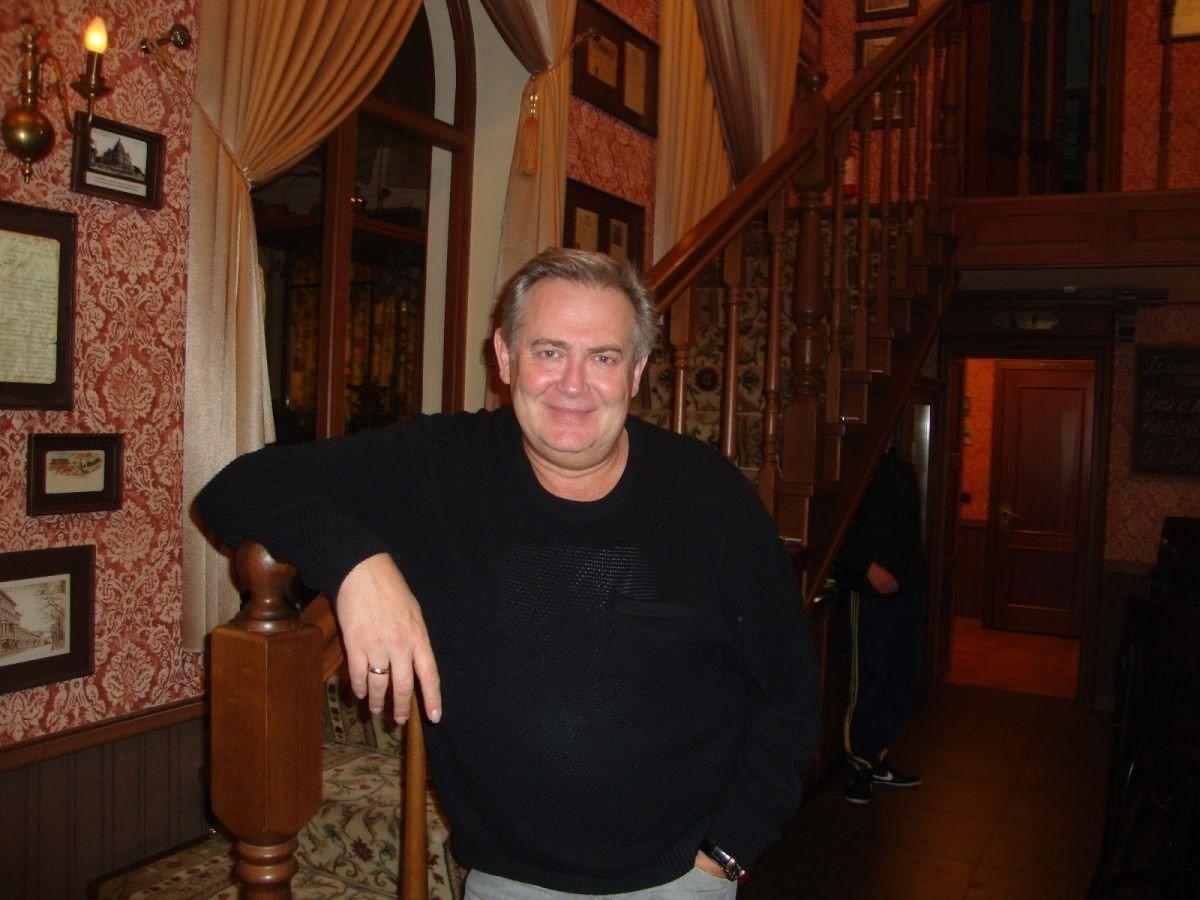 Где живет известный актер и популярный юморист Юрий Стоянов