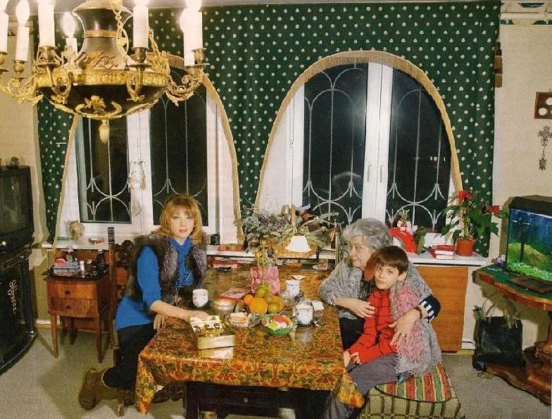 Как живет дочь известного поэта Рождественского - Екатерина