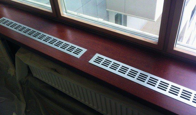 Все о вентиляционных решетках для подоконников: избавляемся от конденсата на окнах